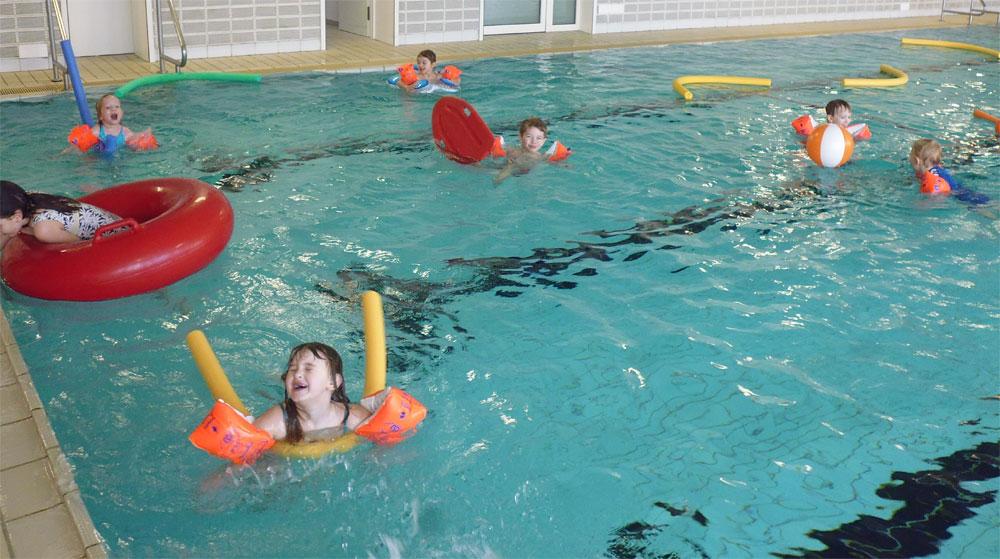 Spiel Und Spaß Im Wasser Kitaplus Königsberg Ibay
